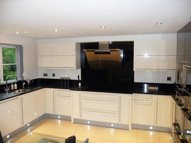 Swell Kitchen Plinth Lighting Electricsandlighting Co Uk Wiring 101 Cajosaxxcnl